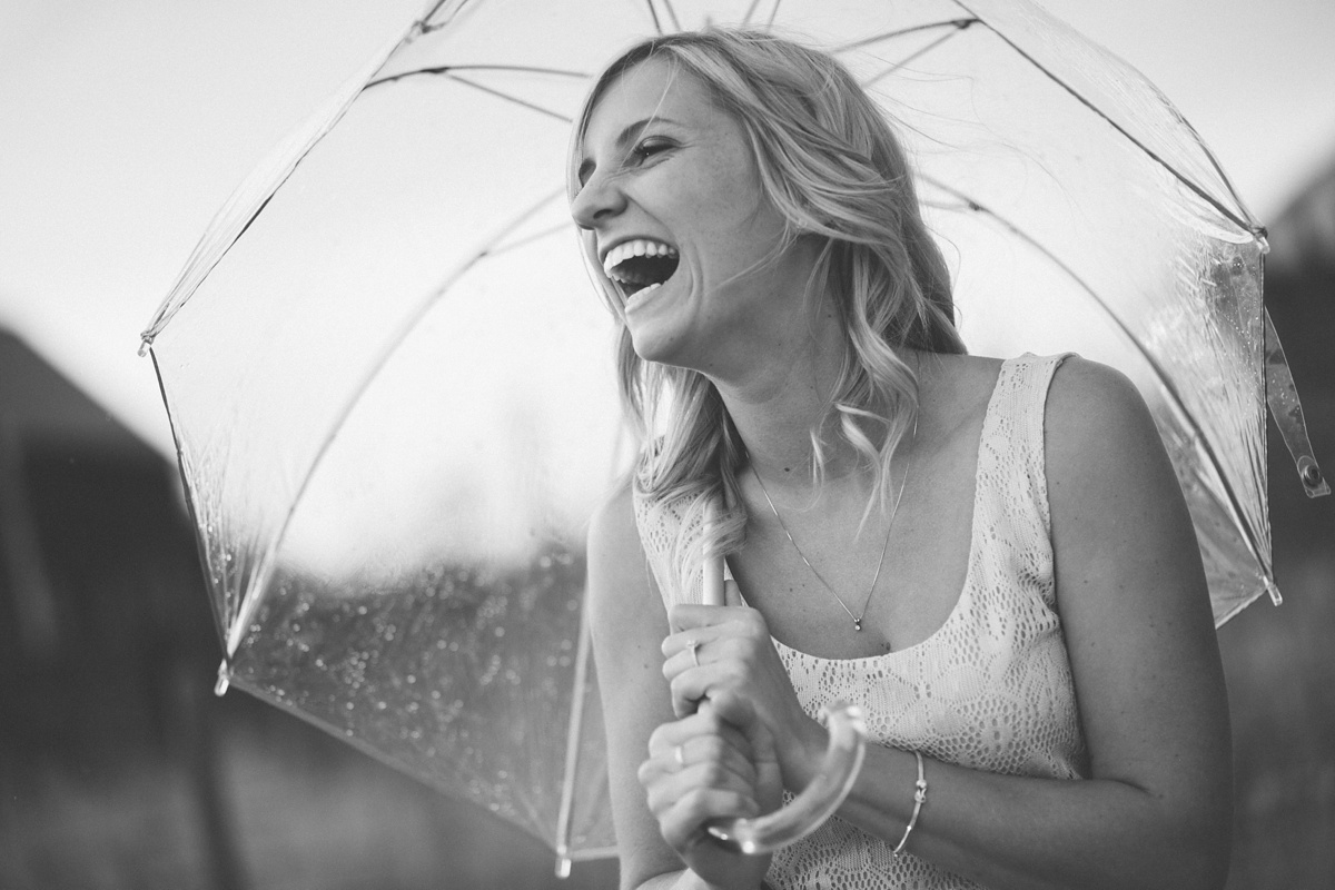 07_umbrella-engagement-photo.jpg