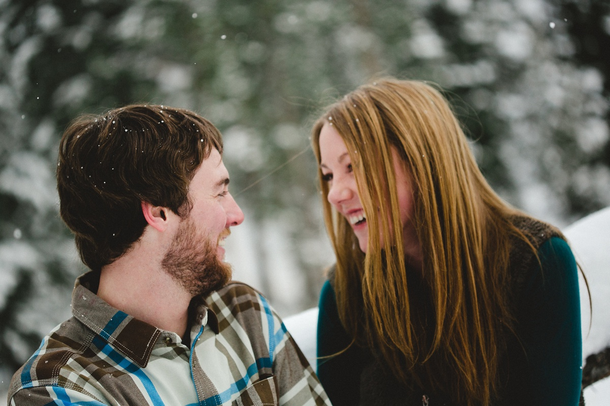 09_snowy-montana-engagement-photo.jpg